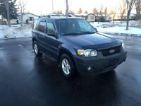 2005 Ford Escape AWD w/Starter! Mint Condition