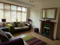 £1800 - Great 3 bedroom House, Motspur Park - Call Now To View!!