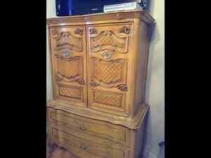 Charmant mobilier de chambre antique