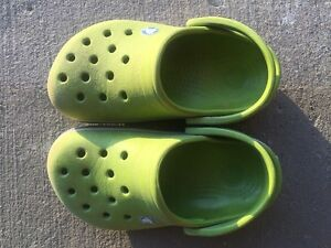 Crocs Boy's size 6-7
