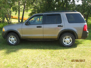REDUCED 2003 Ford Explorer automatic 4X4 NICE WINTERS COMING
