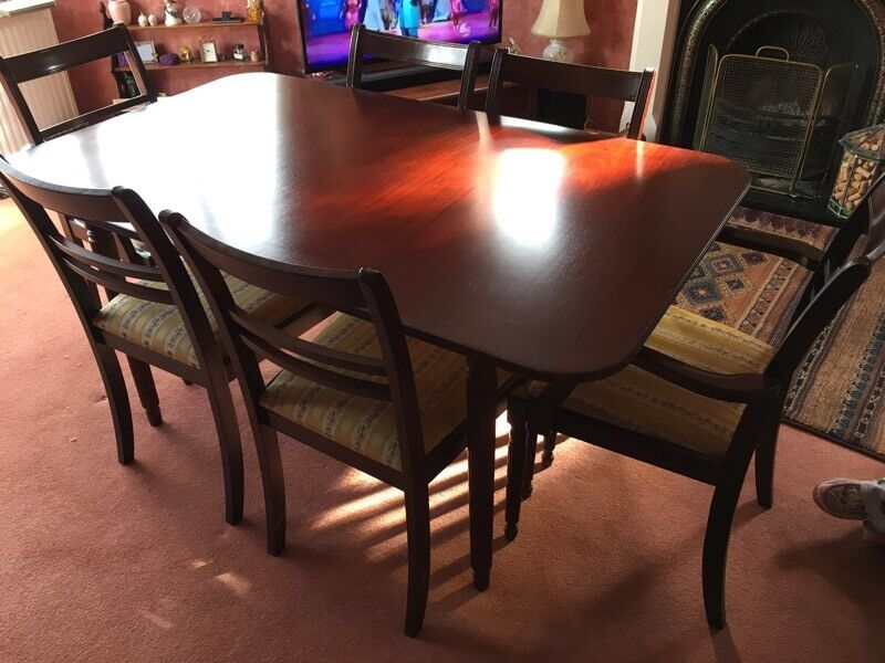 Mahogany dining table and 6 chairs (incl 2 carvers).