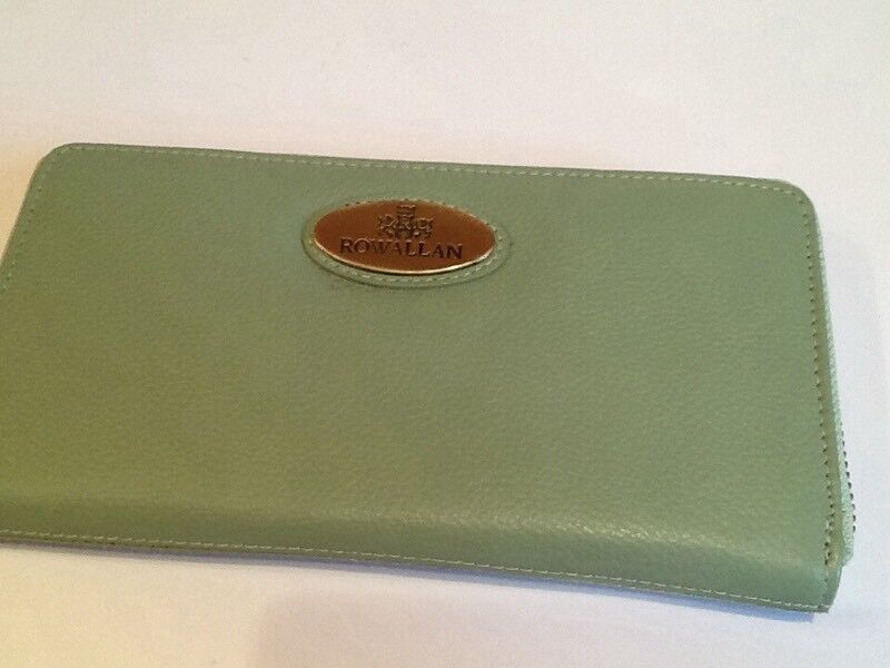 🎄ROWALLAN zip around purse brand new mint green