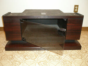GE 27 inch Entertainment Series PIP Television and TV Stand Belleville Belleville Area image 2
