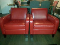 Red leather sofa chairs!! Fauteuil rouge en cuire!