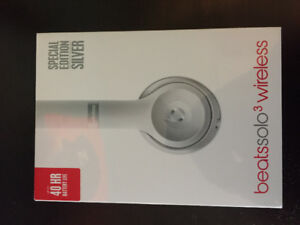 BRAND NEW BEATS SOLO3 WIRELESS HEADPHONES SILVER