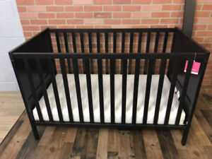 Crib for Infants, Babies and Toddlers- Excellent condition