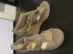 MICHAEL KORS Damita Wedge Sandals!! Excellent Condition - Size 8
