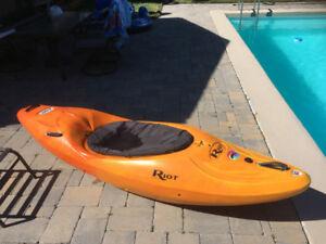 Riot Magnum 80 Kayak --- Must Sell