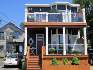 Quaint 1 bedr flat in superior location/Water Front/July 1st