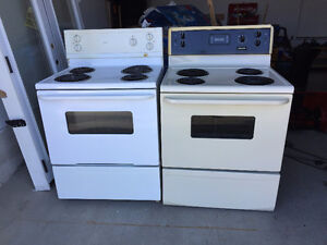2 Eletric Stoves available for sale 30$ or 40$