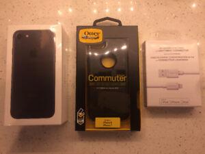 BNIB sealed unlocked Iphone 7 32gb bundle with extra accessories