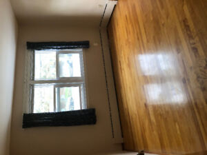 EMPTY ROOM AVAILABLE RIGHT NOW FOR RENT!!!
