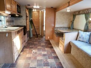 2007 Fleetwood Mallard Model 29 BHS Travel Trailer / RV