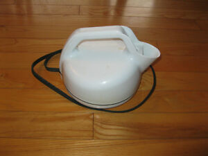 Electronic hot water kettles
