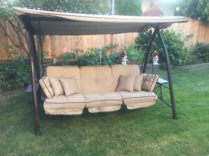 Deluxe patio swing
