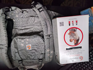 ergobaby-Baby carrier with original box, It's 1.5lb in your bag!