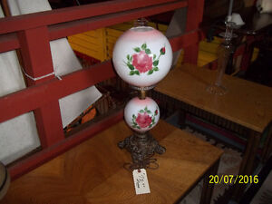 Rose Pattern Globe Table Top Lamp