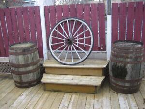 roue /baril  /chaudron en fonte,,,antique,,,,$75.00 chaque