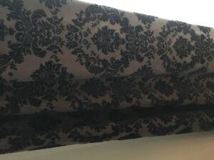 Pans de rideaux velours brun et noir