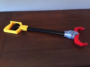 Toy GRABBER for Picking up Things!  FUN!! (Delete when sold) London Ontario image 1