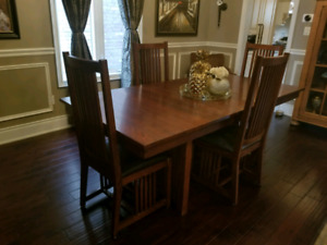 Gorgeous Mission Dining Table & Chairs