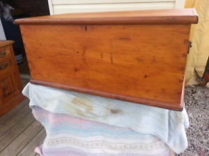 ANTIQUE PINE DOVETAILED BLANKET BOX