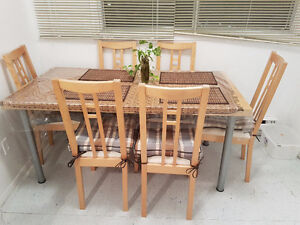 ** MOVING SALE ** Dining Table and Chairs in Mint Condition