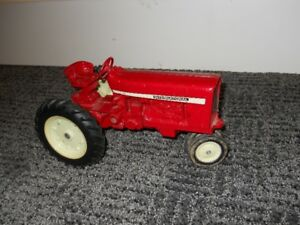 Toy International Tractor