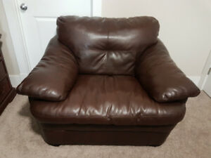 Excellent Condition Black Genuine Leather Sofa Chair