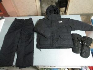 THE NORTH FACE children's coat/snowpants/mittens SIZE 5 Kitchener / Waterloo Kitchener Area image 1