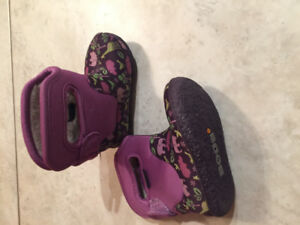 Baby girl bogs size 4