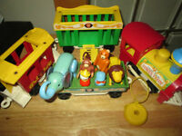 ***VINTAGE FISHER-PRICE CIRCUS TRAIN VERY NICE!!!***