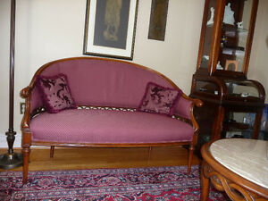 SETTEE LOVESEAT.  Vintage, unusual details in solid wood carved