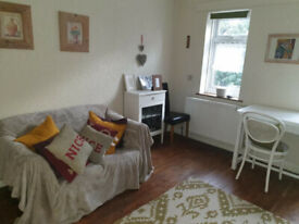 1 bedroom flat in Heathway, Dagenham, RM9(Ref: 5541)