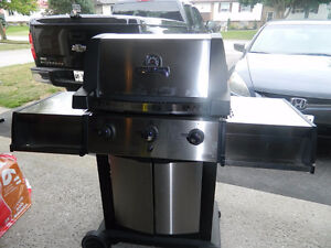 BBQ BROIL KING-SOVEREIGN, BRAND NEW