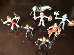 SEVEN TOYS KNIGHT ACTION FIGURES AND HORSE