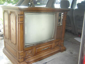 I want to buy '80s style floor model tv