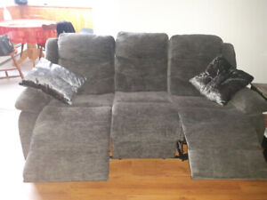 Mint condition electric  reclining sofa.  Only a few months old