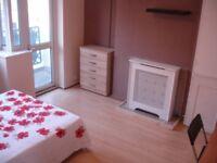 Stunning Double room near Canary Wharf (Poplar High Street)