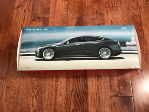 Tesla Model S P85 1:18 scale model car - grey - mint