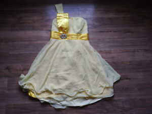 NEVER WORN yellow dress (size large / 12) - Paid over $60 (NEW)