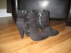 Black Boots with Ruffle