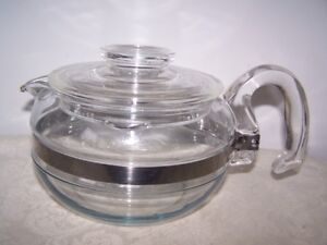 PYREX 6 CUP PYREX ROUND BELLY TEAPOT IN EXCELLENT CONDITION