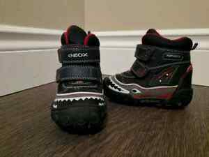 GEOX-Light Up Shark Boy ABX Winter Boots! Size 5.5