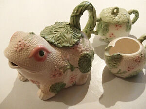 Fitz & Floyd Frog Teapot with Matching Creamer and Sugar Bowl