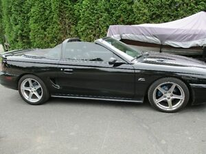 1994 Ford Mustang cabriolet (decapotable)