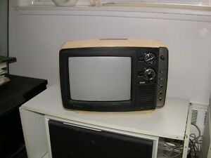 TV portative couleur Hitachi