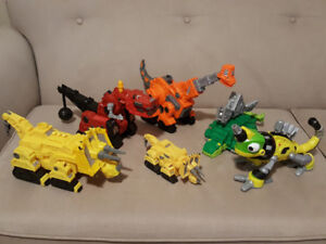 ** Dinotrux Set with moving action parts and sounds **