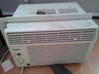 Window air conditioner unit/ climatiseur